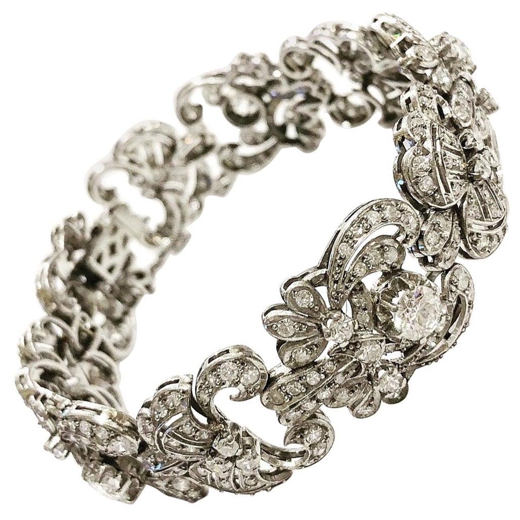 1920s Art Deco 8.7 Carat Diamonds and Platinum Articulated Bracelet