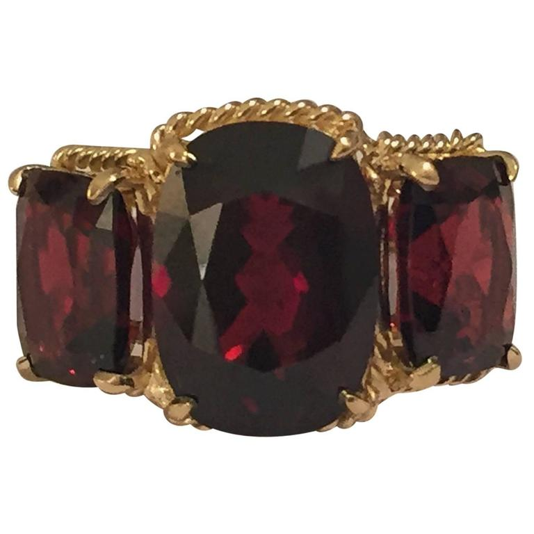 Elegant Three Stone Garnet Ring with Gold Rope Twist Border For Sale