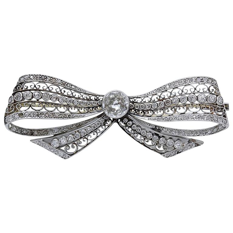 Belle Époque Diamond Platinum Bow Brooch For Sale