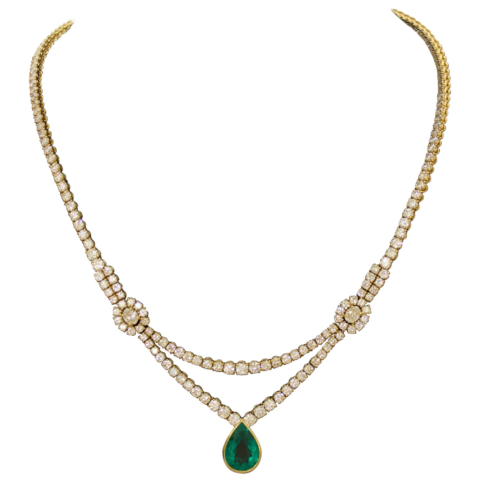 Important Emerald and Diamond Necklace in 18 Karat Yellow Gold