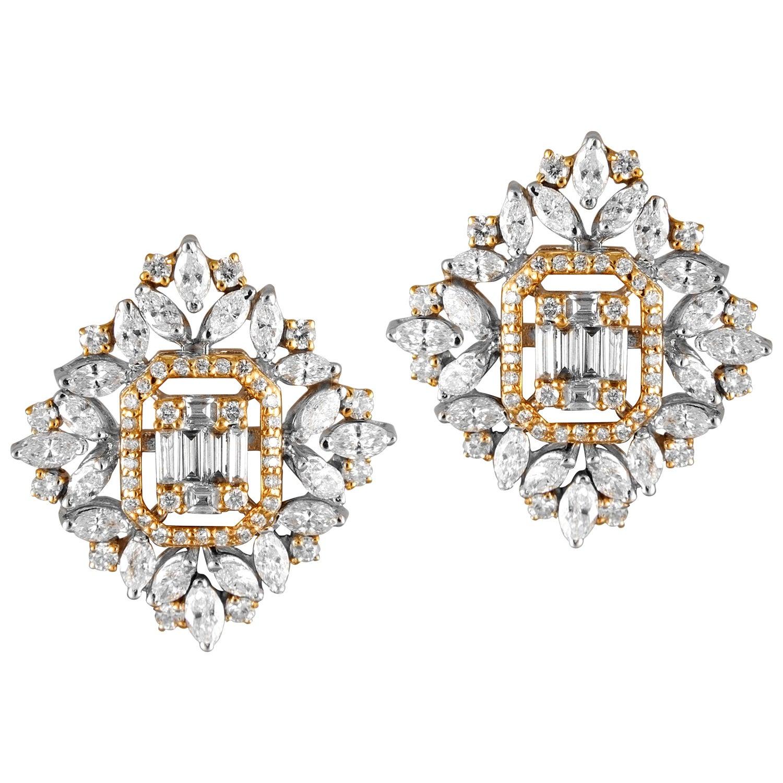 18 Karat White Gold White Diamond Stud Earrings