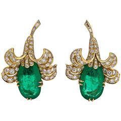 Van Cleef & Arpels Gorgeous Emerald diamond gold Flower earrings