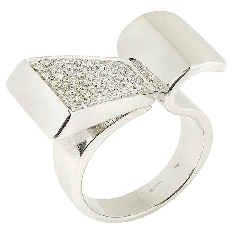 Retro Style Diamonds 18 Karat White Gold Modernist Ring