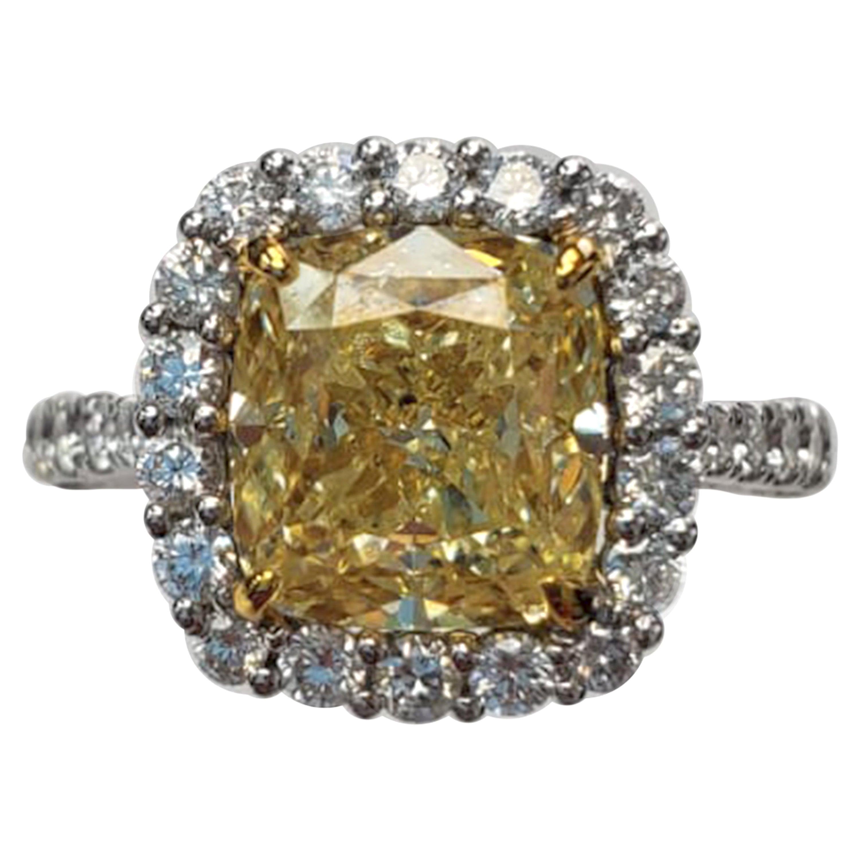 Fashion Yellow Diamond Ring with White Diamond GIA Certified