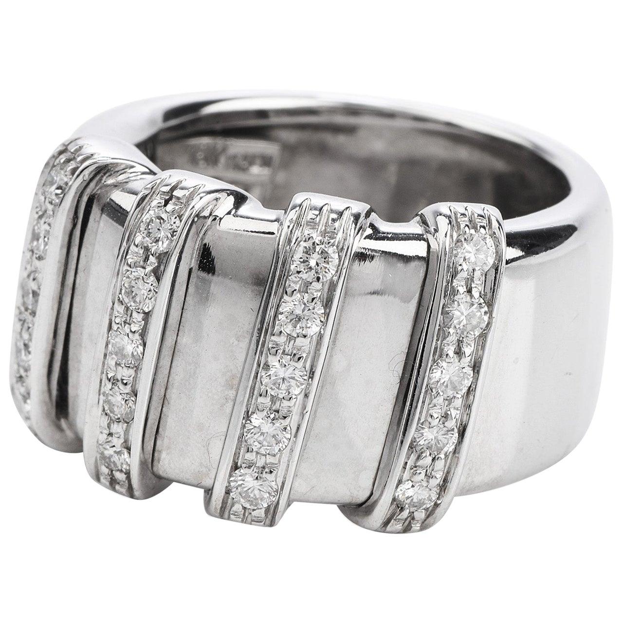 Modern Roberto Coin Nabucco 18 Karat Gold Diamond Ring