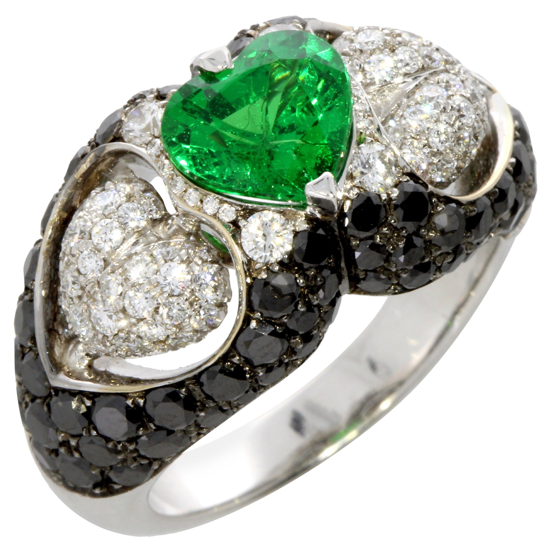 Tsavorite and Diamond Heart Ring 18 Karat Gold Collection by Niquesa