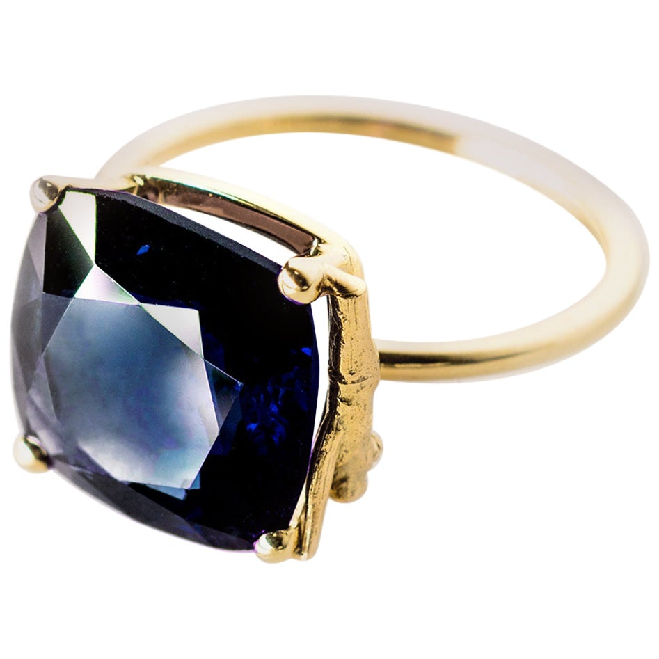 18 Karat Yellow Gold Tea Contemporary Ring with 3.96 Carats Blue Sapphire