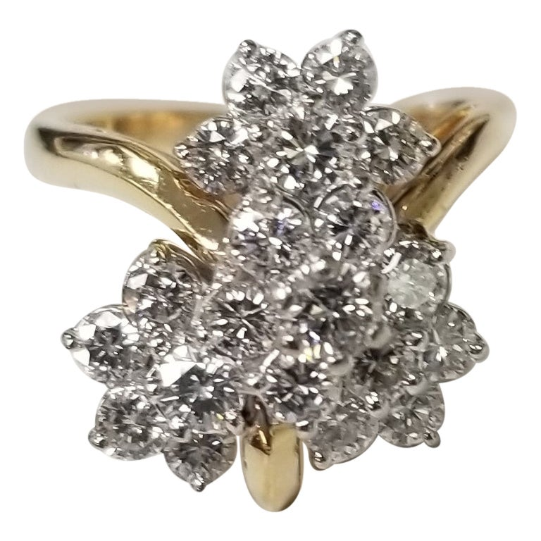 18 Karat Yellow Gold Diamond Cluster Ring with 1.50 Carat in Diamonds