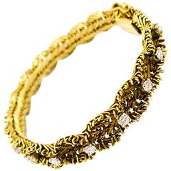 Elegant Gold and Diamond Bracelet