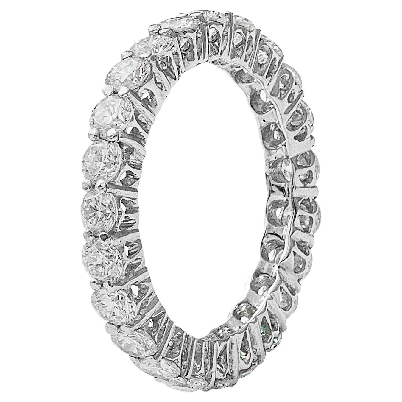 18 Karat White Gold Diamond Infinity Band