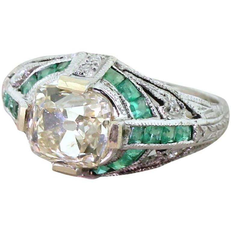 Art Deco 2 01 Carat Old Cut Diamond Emerald gold Engagement Ring For Sale at