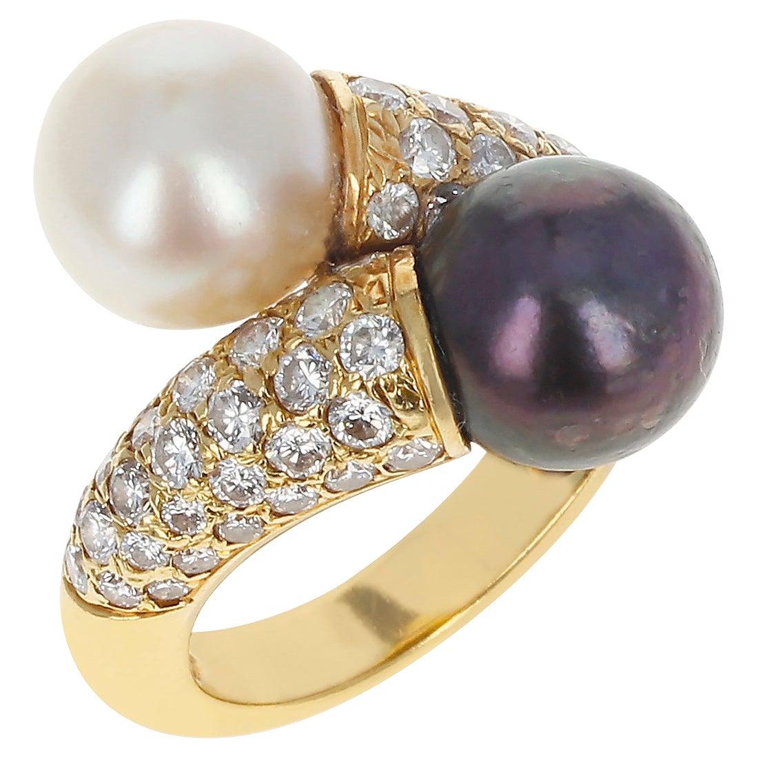 Van Cleef & Arpels Toi Et Moi Pearl and Diamond Ring, 18 Karat Yellow Gold