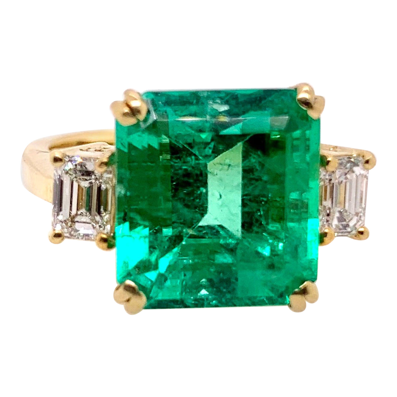 GIA Certified Columbian Emerald Ring with GIA Certified Diamonds in 18k Yellow
