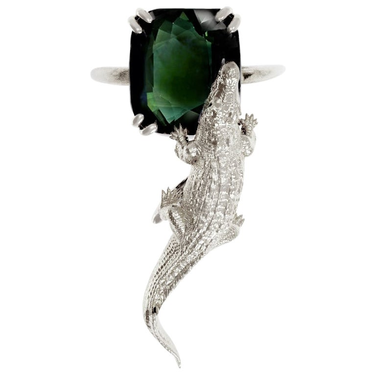 18 Karat White Gold Fashion Ring with 11.8 Cts. Green Sapphire