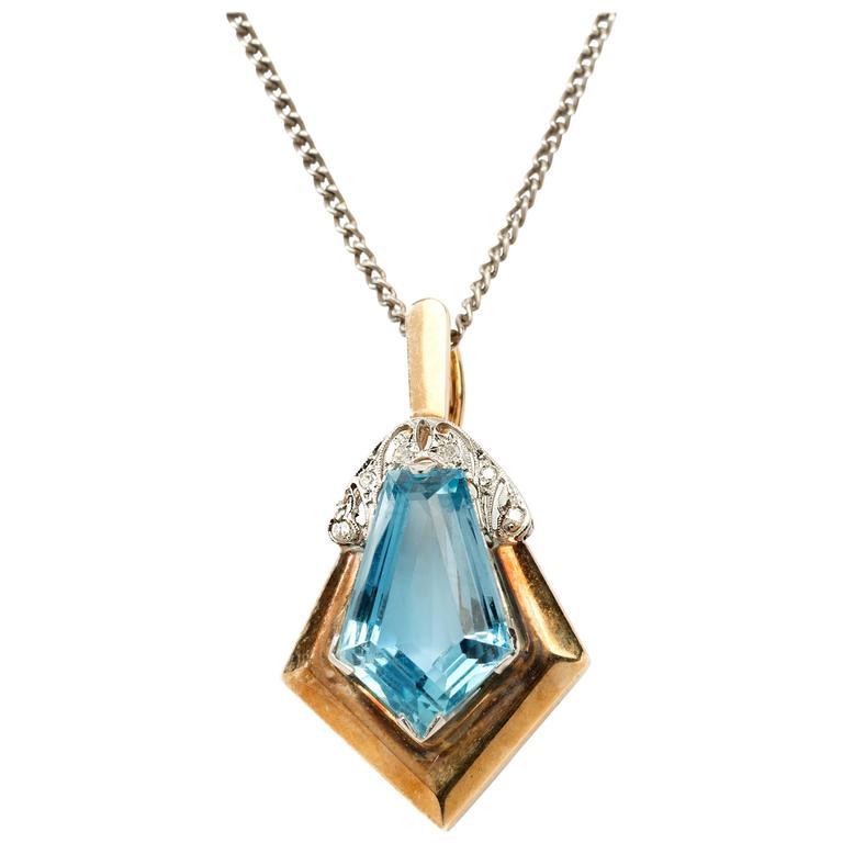 Art Déco Aquamarine and Diamonds Gold Pendant