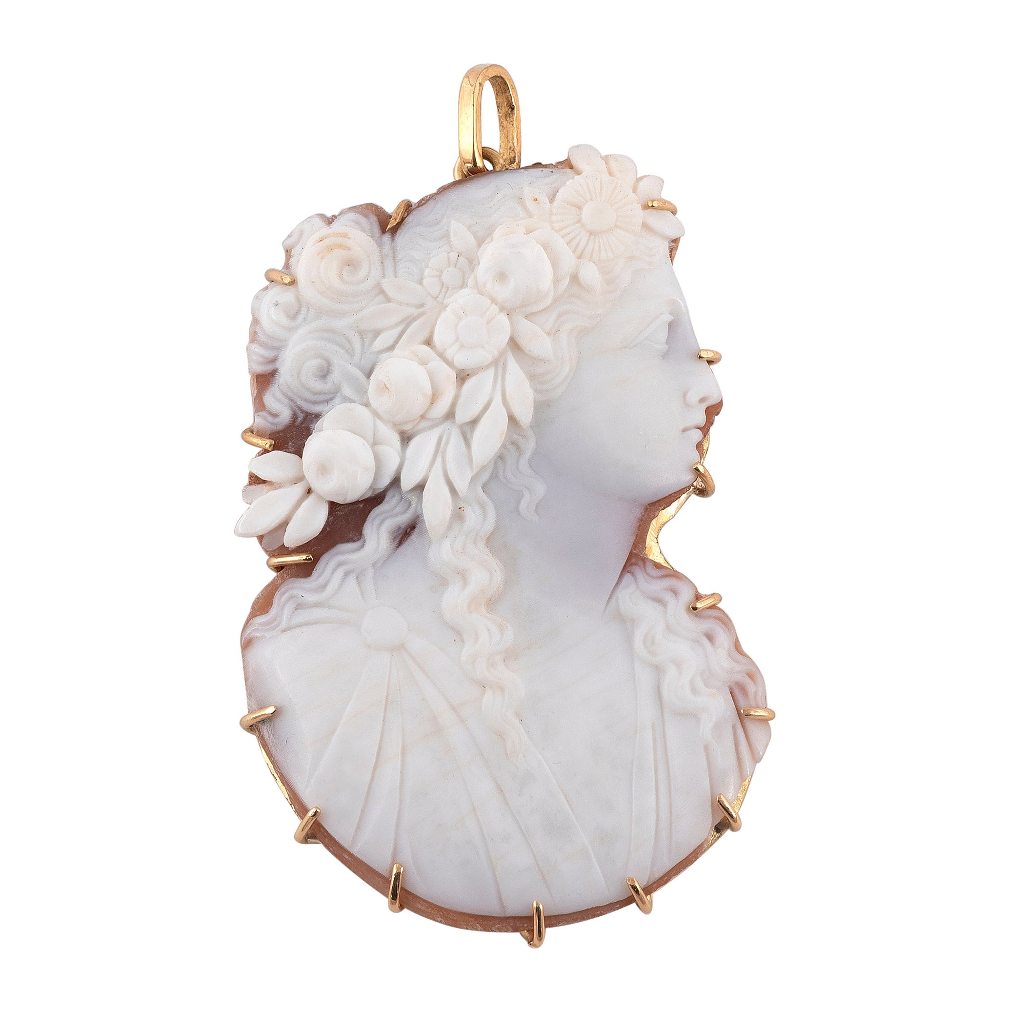 18kt Yellow Gold and Cameo Pendant