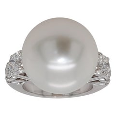 18kt White Gold Ring with 1.64 Carat Diamonds and a Big Pearl South Sea