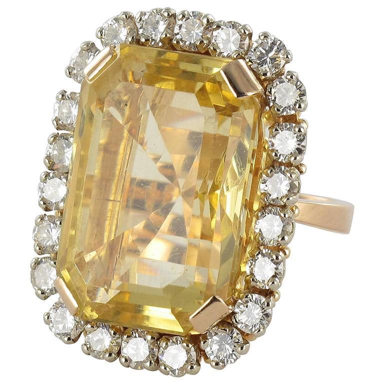 Splendid 1960s 22.85 carat Citrine 2.65 carat Diamond 18 carat Gold Ring 1