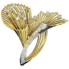 1960s French Vintage Diamond 18 Karat Yellow Gold Brooch