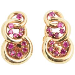 Retro Interlocking Synthetic Ruby and Gold Circle Clip Earrings