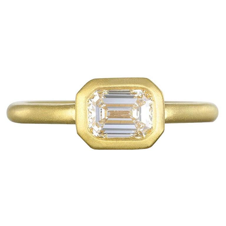 Faye Kim 18k Gold Emerald Cut Diamond Ring For Sale
