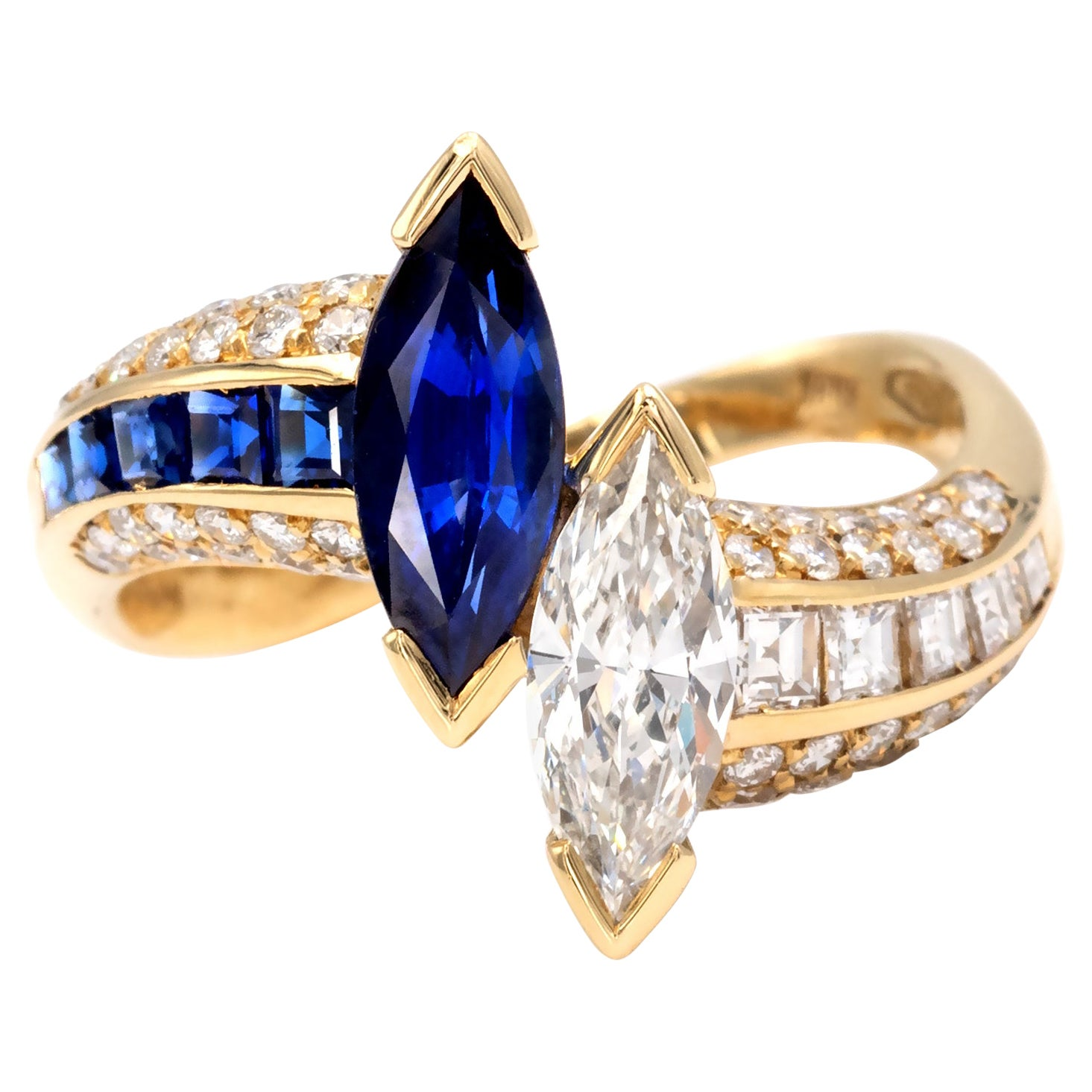 Diamond and Sapphire 18Kt Gold Toi et Moi Ring
