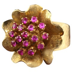 Vintage 14K Yellow Gold Ruby and Engraved Flower Ring