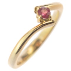 Intini Jewels Natural Ruby 9 Karat Yellow Gold Contrarie Modern Red Stone Ring
