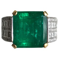 Emerald Ring 9.05 Carat in 18K White and Yellow Gold, Diamonds