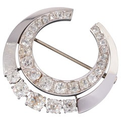Platinum and 5.50 Carats Diamonds French Art Deco Crescent Brooch