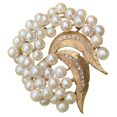 Shimmering Spray of Pearls, Leaves and Diamonds 14 Karat Yellow Gold Brooch Pin