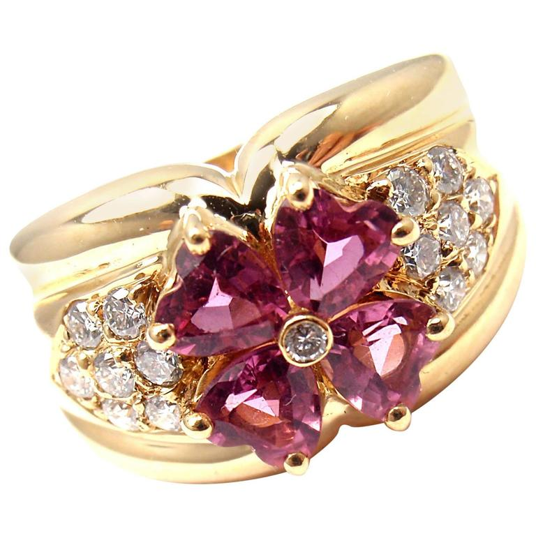 Van Cleef & Arpels Pink Sapphire Diamond Gold Flower Ring For Sale