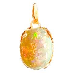 9 Carat Oval Ethiopian Opal Pendant / Necklace 18 Karat + 18 Kt Gold Chain