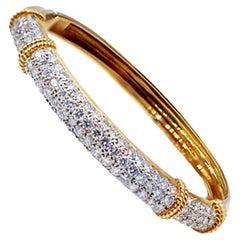 225 Carat Diamond Pave Bangle Bracelet VS F-G, 18 Karat Yellow