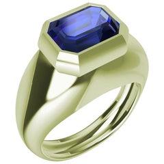 18 Karat Green Gold 2.54 Carat Blue Sapphire Sculpture Ring