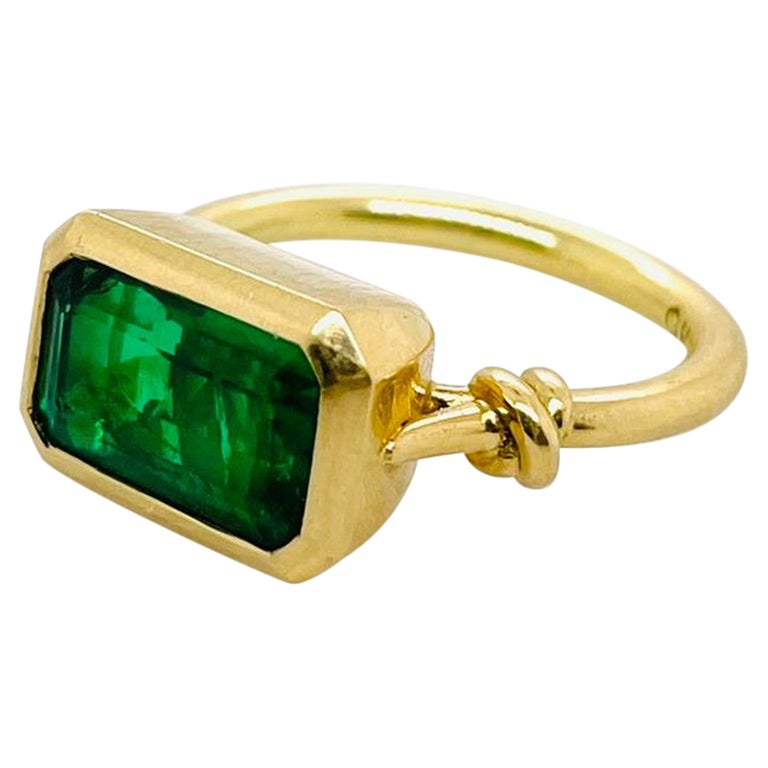 2.40ct Emerald 'Forget Me Knot' Ring in 18ct Yellow Gold For Sale