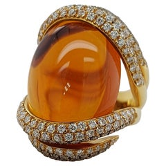 Magnificent Yellow Gold Ring with 34 Ct Cabochon Citrine and 2.61 Ct Diamonds