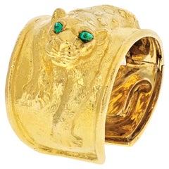 David Webb 18K Gold Repousse Leopard with Green Emerald Eye Bracelet