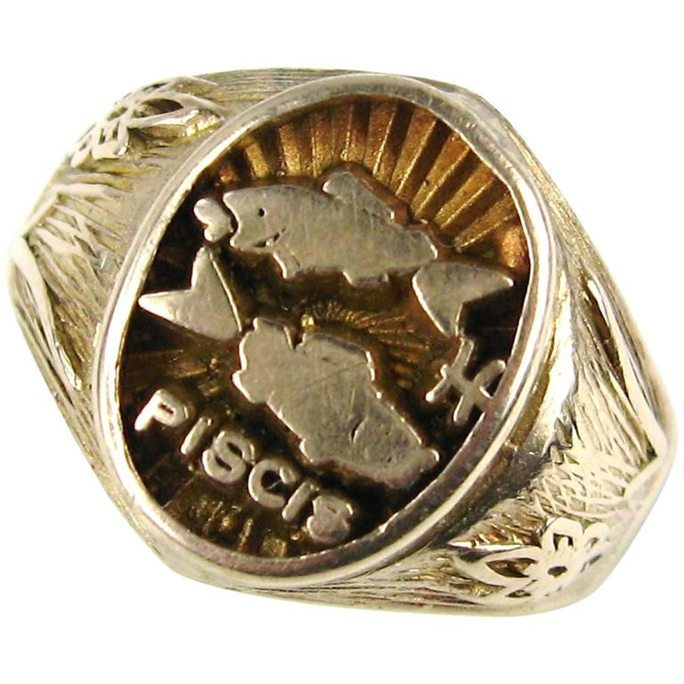Spanish Pisces Astrology Gold Ring  1