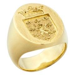 Susan Lister Locke the Tristram Signet Ring in 18kt Gold with Crest Engraving