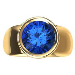18 Karat Yellow Gold Round Blue Sapphire 2.69 Carat Sculpture Ring