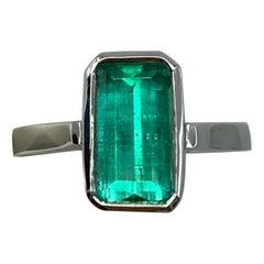Certified 3.22 Carat Colombian Emerald Chivor Mine 18 Karat Gold Solitaire Ring