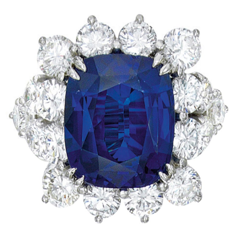 GIA Certified 3.50 Carat Ceylon Sapphire No Heated Diamond Cocktail Ring For Sale