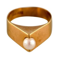 Swedish Jeweler, Modernist Ring in 18 Carat Gold Adorned with Cultured Pearl