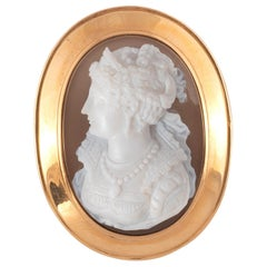 18kt Yellow Gold And Agate Cameo Brooch