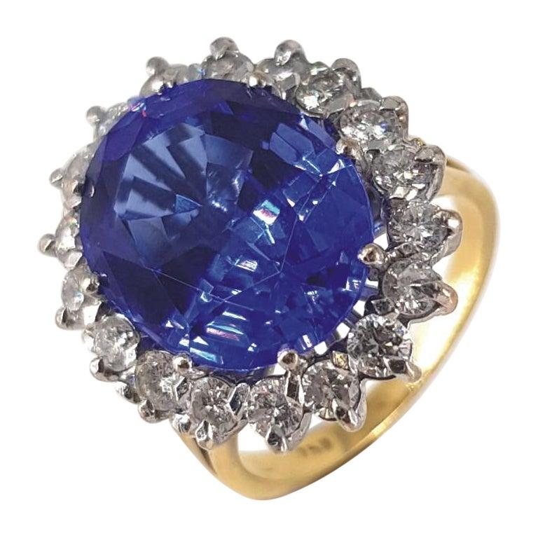 18ct White & Yellow Gold Oval Cut Tanzanite & Diamond Ring For Sale