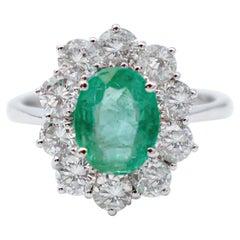 Emerald, Diamonds ,18 Karat White Gold Modern Ring