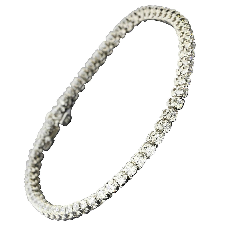 how to wear a tennis bracelet