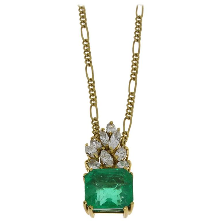 Charming Emerald Diamond Gold Pendant