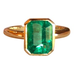 Solitaire Natural Colombian Emerald 18 Karat Engagement Ring